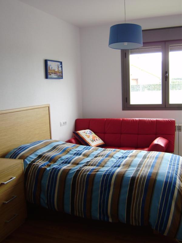 seg dormitorio con cama de 1,10 y sofá-cama