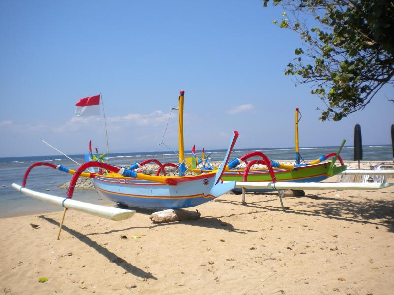 les magnifiques prahus sur la plage de Sanur