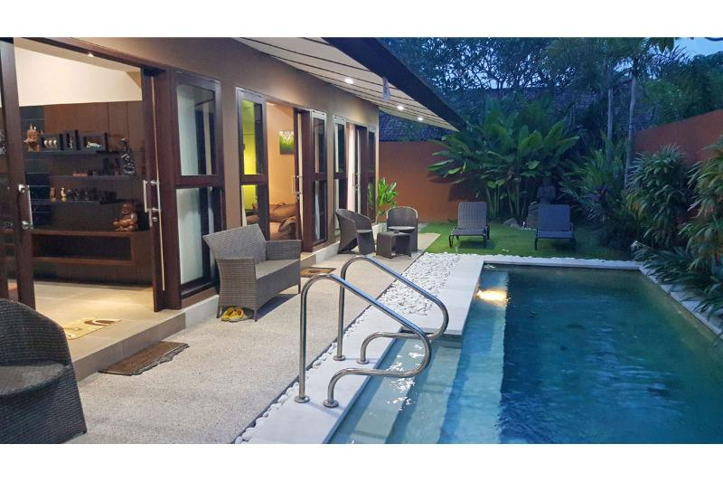 Amazing 3 Bedrooms Pool Villa steps to the beach, Villa Sanurita, location de vacances à Sanur