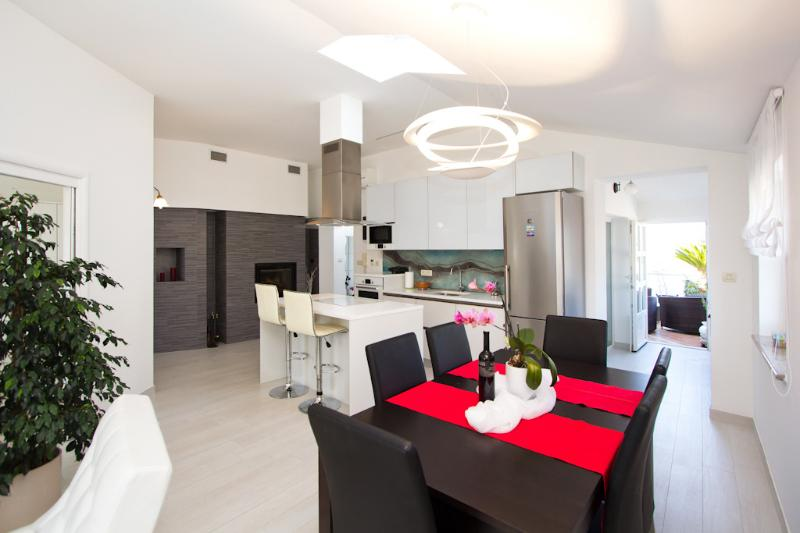 DESIGN APARTMENT 'HEART OF POREC', aluguéis de temporada em Porec