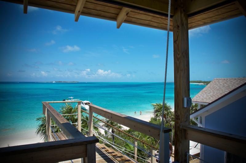 Bahamas Beachfront Private Villa on Beautiful Rose Island - as Seen on Hgtv!, location de vacances à Île de New Providence