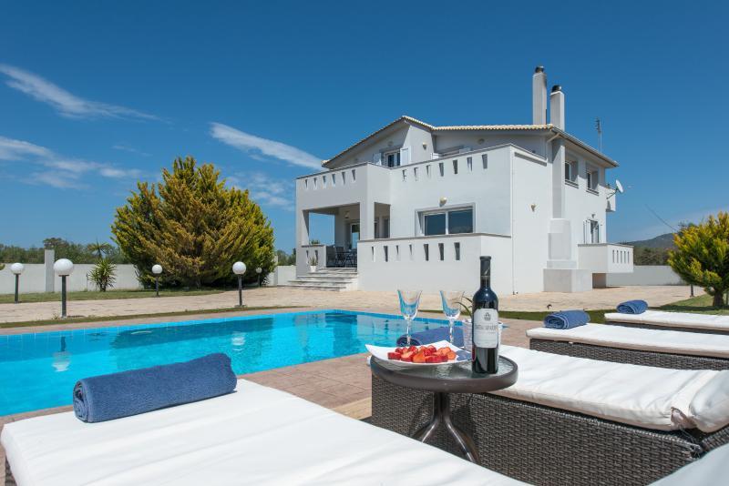 Muthee Villa - piscina