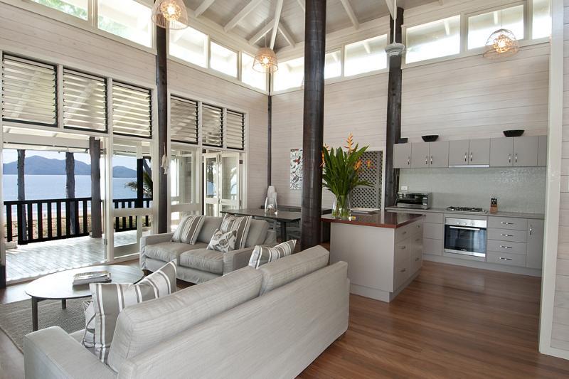 Magic Beach House- A l'étage Séjour à la cuisine