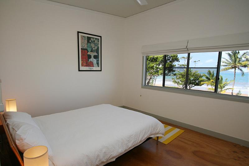 Bella's Beach House-Queen Bedroom