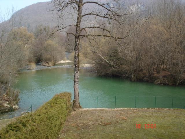 Gîte chalet en Franche Comté nature bord de rivière Lizon, holiday rental in Doubs