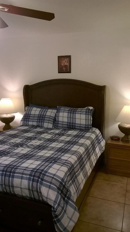 bedroom queen storagebed