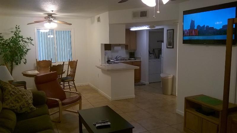 Cool 2 Bedroomcondo Next To Suncities In Surprise, location de vacances à El Mirage