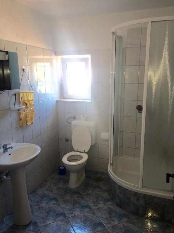 A3 (4): bagno con wc