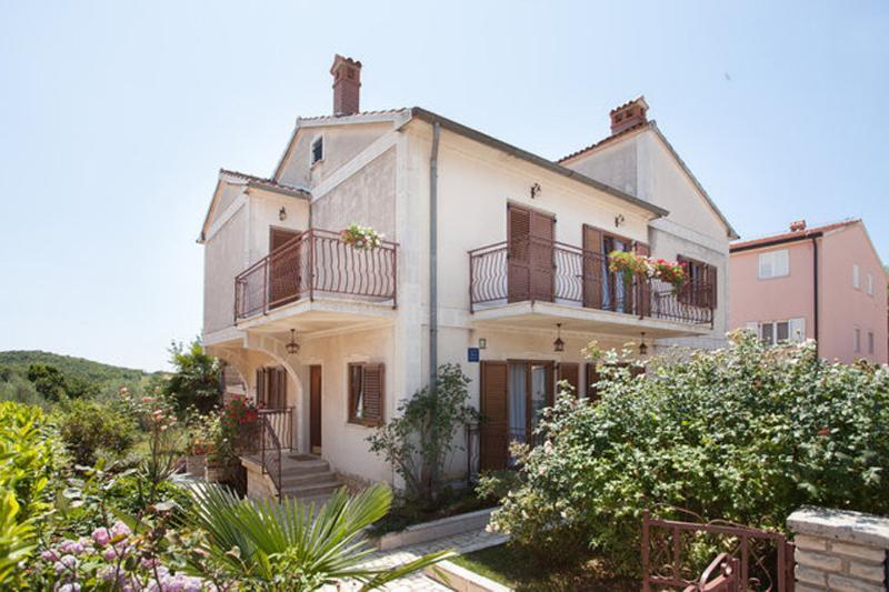 2 recensioni e 17 foto per apartments maras porec a4 4 for Camere a porec