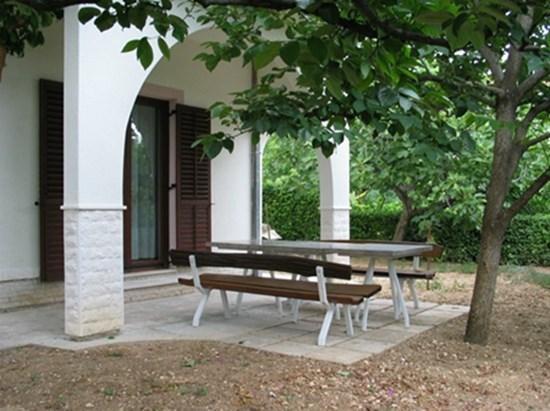 Apartment Gaić 1, vacation rental in Kastel Kambelovac