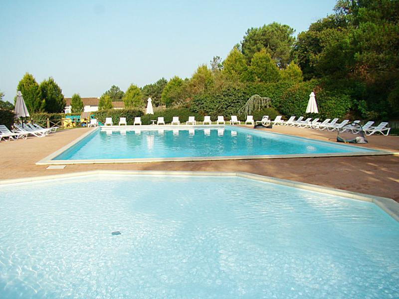 -15% EARLY BOOKING! COMFORT mini-villa at Etang Vallier Lakeside Resort, holiday rental in Brie-sous-Chalais