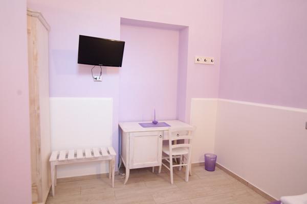'Purple' double bedroom