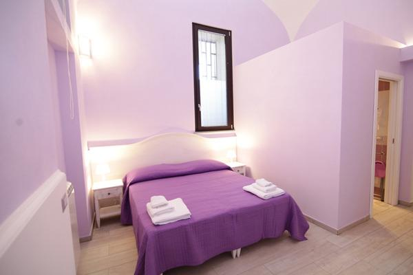 'Purple' double bedroom