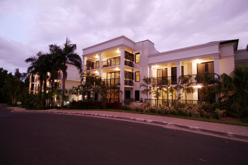 2 Bedrm Elysium Luxury Apartments, vacation rental in Palm Cove