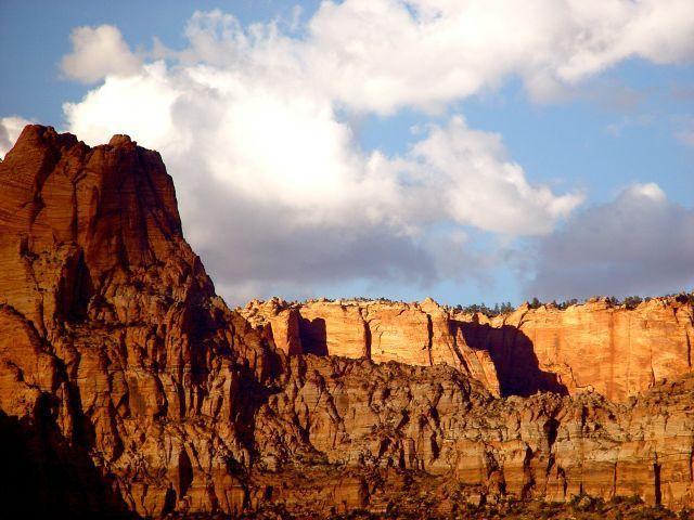 Falaises de grès impressionnant à la frontière de l'Arizona Utah. NOUVELLES PHOTOS DE PROGRÈS À LA FIN