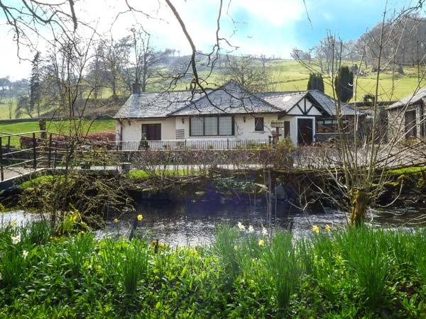 RIVERSIDE, all ground floor, private jetty and bridge over Torver Beck, WiFi, holiday rental in Broughton Mills