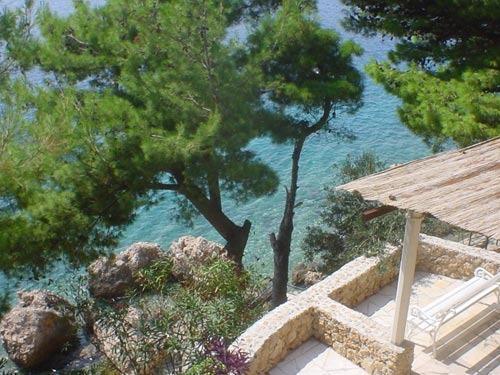 Seaside Apartment with big terrace, Omiš, Croatia, location de vacances à Stanici