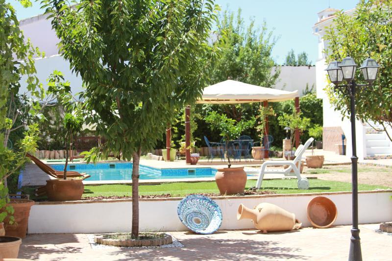 Casa Itaca.Piscina privada, jardín, wifi, alquiler vacacional en Moclín