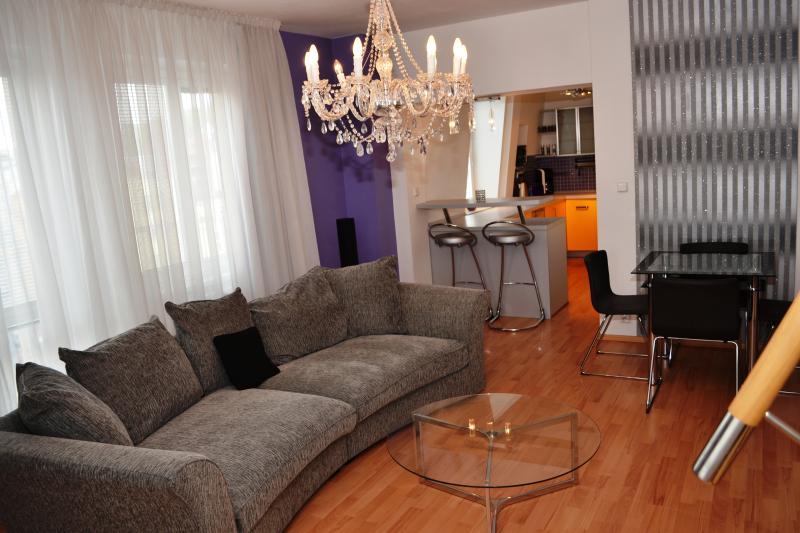 Royal Comfort 2BDR Loft, vacation rental in Prague