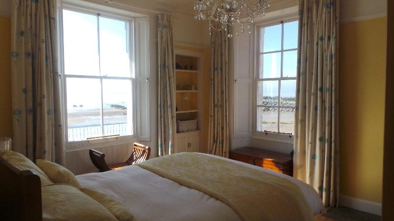 Sea view, king size bed