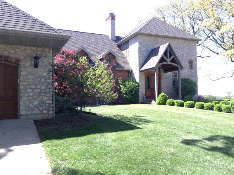 Affordable Luxury Mansion..Magnificent River Views, holiday rental in Quincy