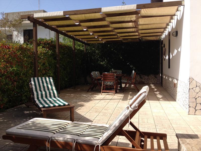 6 posti, A/C,TV LED, barbecue,zanzariere, doccie, vacation rental in Chiesanuova