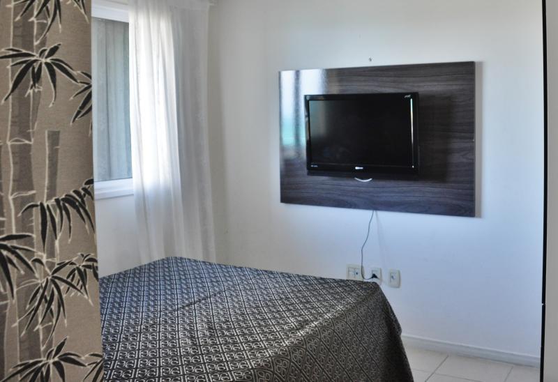 Salle de bains avec grand lit, Air conditionné et TV Led