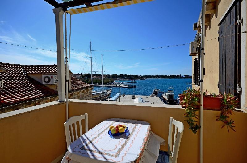 Le meilleur emplacement à Supetar, 1 appartement - terrasse