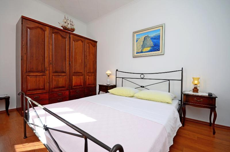 Best location in Supetar, Apartment 1 - Bedroom