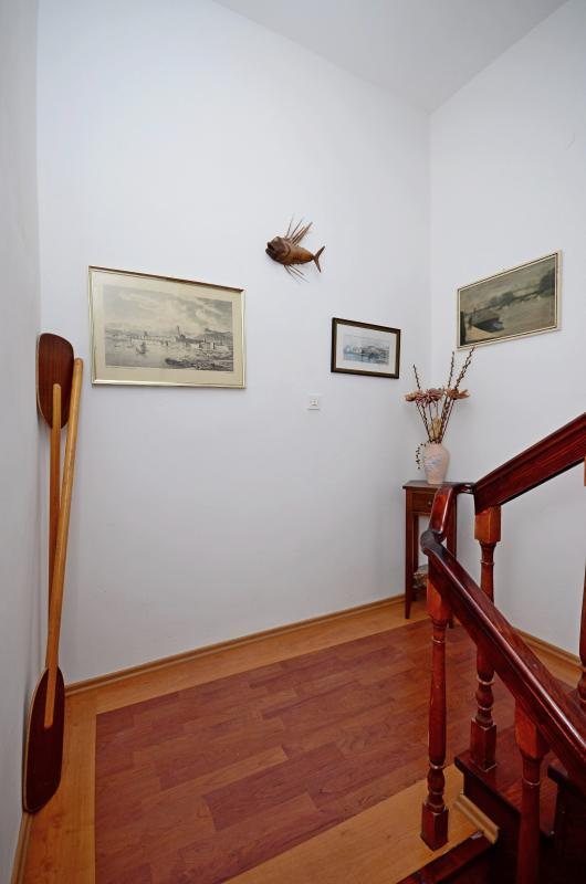 Best location in Supetar, Entrance