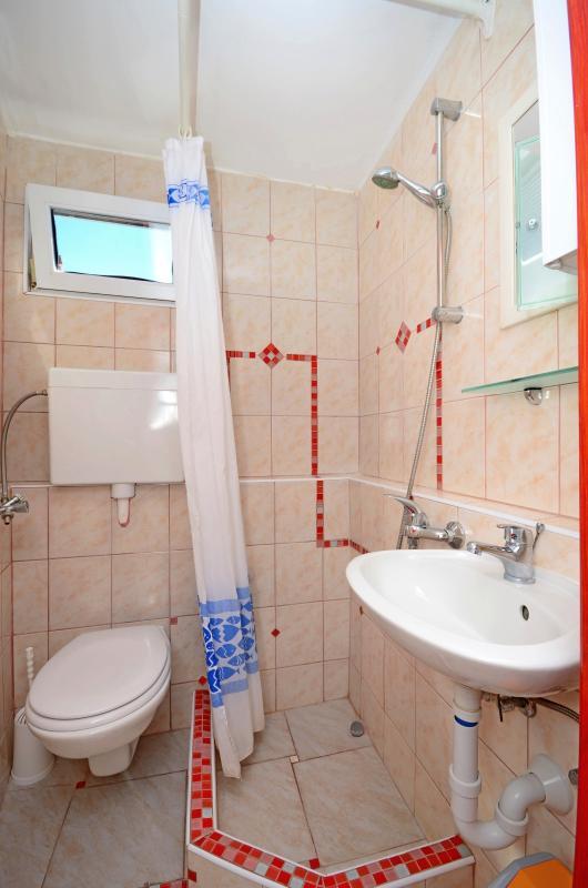 Best location in Supetar, Apartment 1 - Bathroom