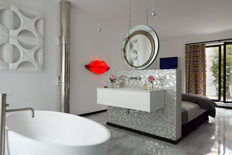 a bathtub in the bedroom