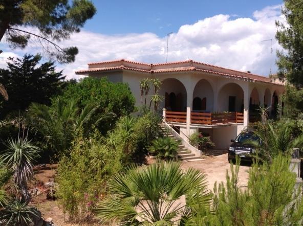 VILLA AL MARE SALENTO 2km GALLIPOLI, holiday rental in Nardo