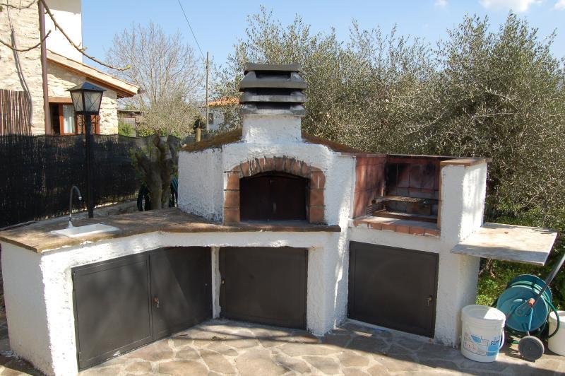 BBQ per grigliate e pizza al forno a legna