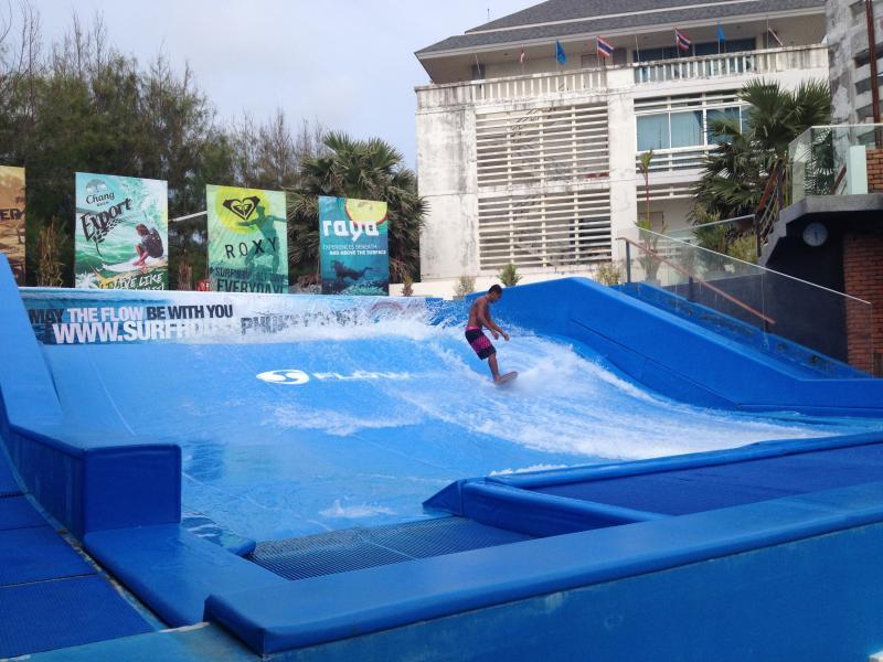 Onshore surfing @ Kata Beach