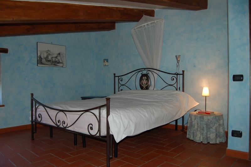 Primo piano: la stanza blu. Una mansarda tra le nuvole