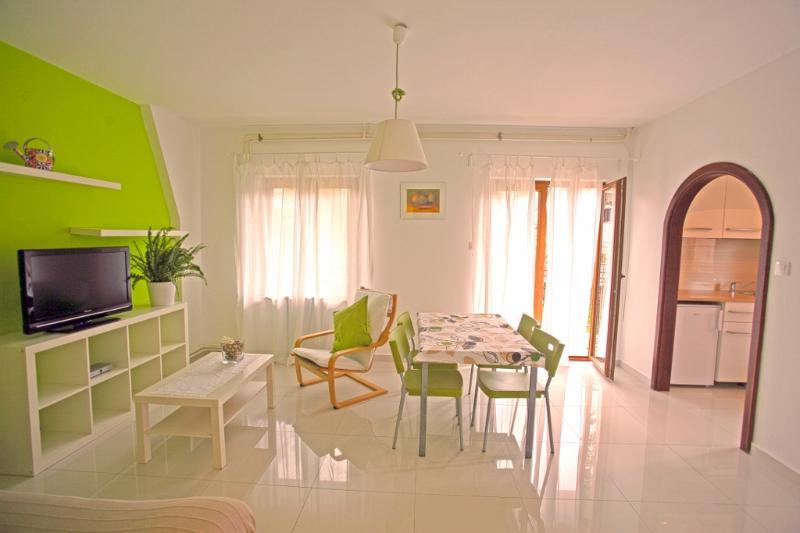 Apartments Maras Porec A2+2 WIFI, location de vacances à Varvari