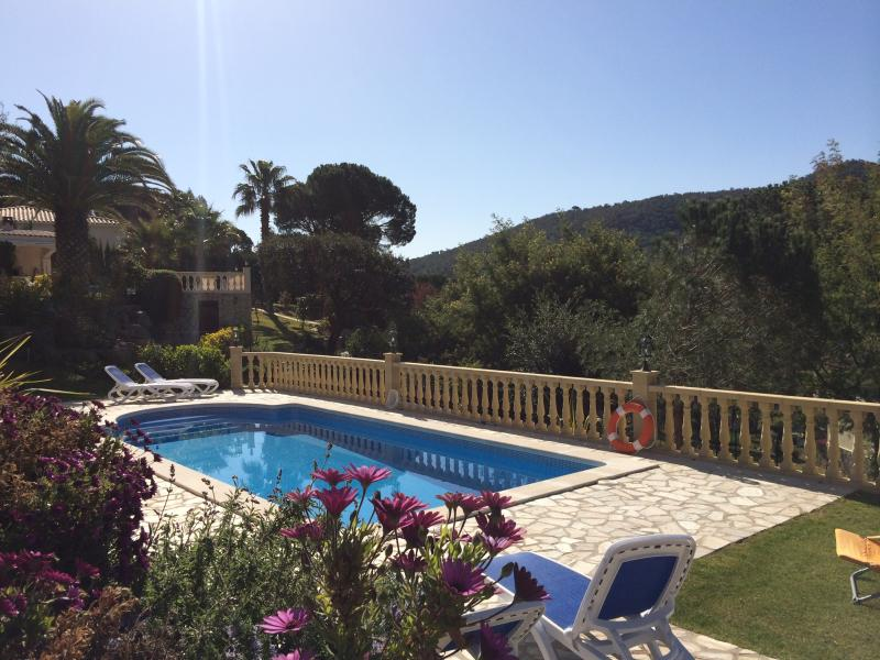 Villa Florencia  - a perfect retreat, tranquil views -the beach is over the hill