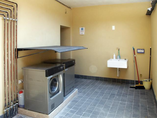 washing/dryer common area