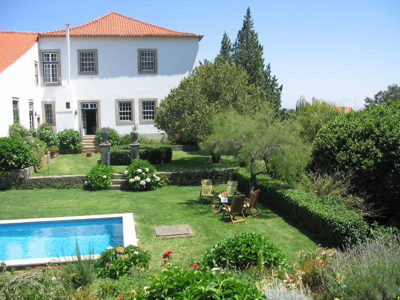 Manor House 18PAX Priv swimming pool, tennis court & BBQ, Ferienwohnung in Benquerenca