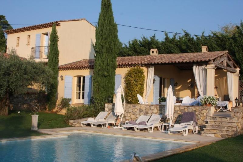 Villa with Heated Private Swimming Pool, location de vacances à Sillans-la-Cascade