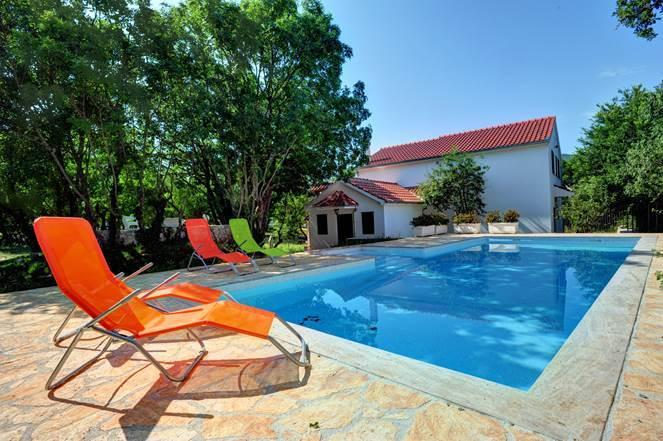 Holiday Villa with swimming pool - near Split, location de vacances à Trilj