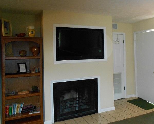 TV - lareira na sala de estar