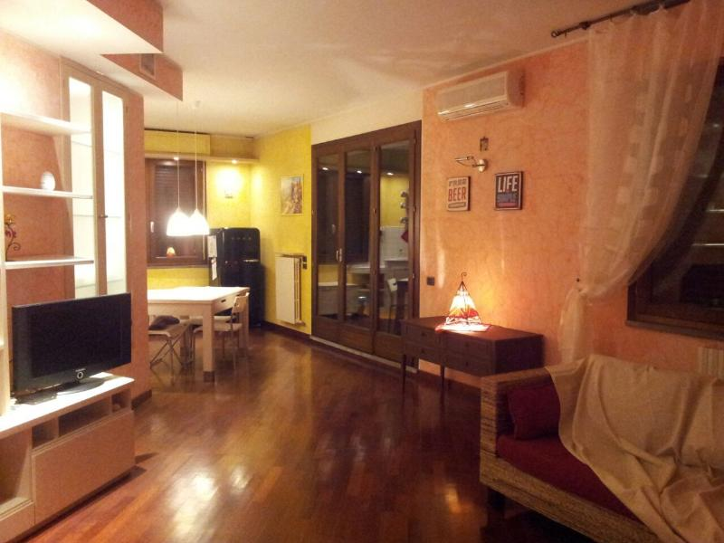 SPLENDIDO ATTICO A 3 MINUTI DAL CENTRO STORICO, vacation rental in Province of Prato
