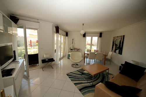 Juan Les Pins 3 Bedroom Apt, Close to the beach, holiday rental in Juan-les-Pins