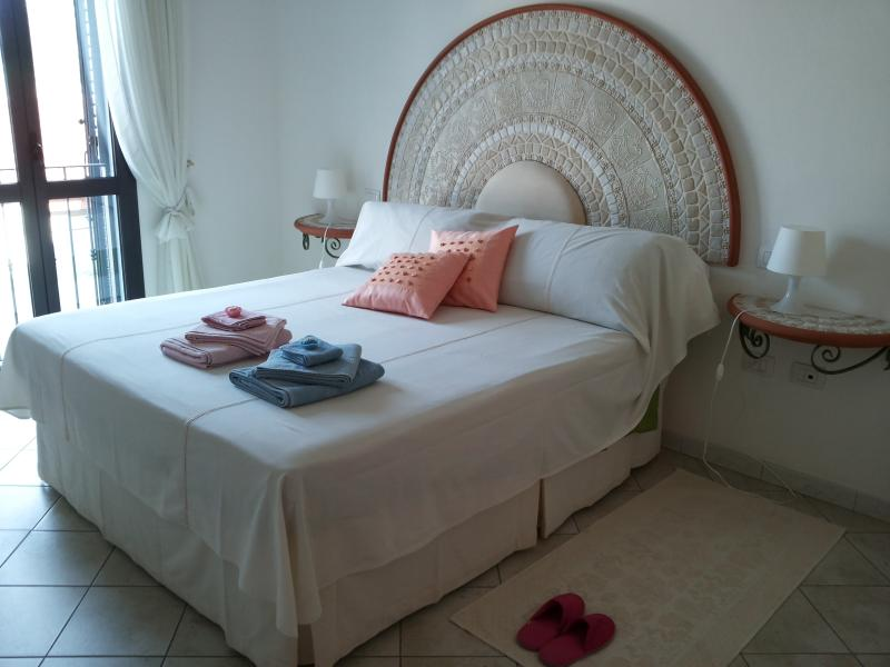 splendido appartamento a 150 metri dal mare, location de vacances à Bosa