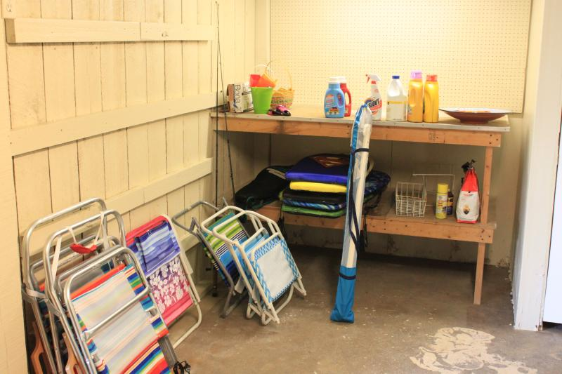 other amenities- beach chairs, beach umbrella, boogie boards and tennis rackets are in the laundry