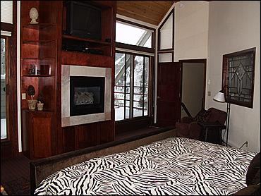 Master Bedroom - TV, Gas Fireplace, Jacuzzi Tub