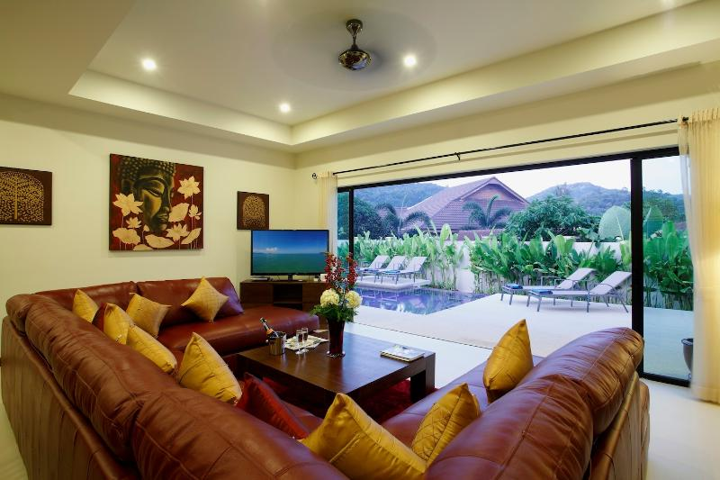 RUBY: 3 Bedroom, Private Pool Villa near Beach, vacation rental in Nai Harn