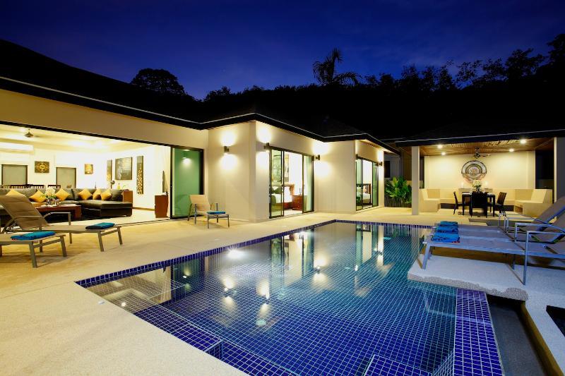 Onyx Villa met 4 slaapkamers, 1km van Nai Harn Beach